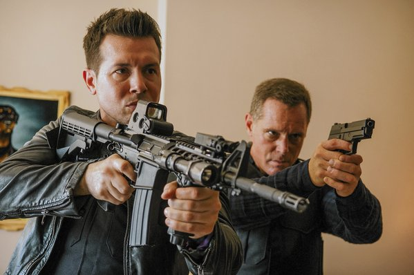 That's Jon Seda as Dawson  with the long gun' and Beghe as Voight with the andgun