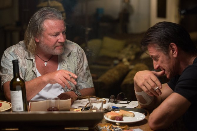Ray Winstone as Stanley and Sean Penn as Jim Terrier